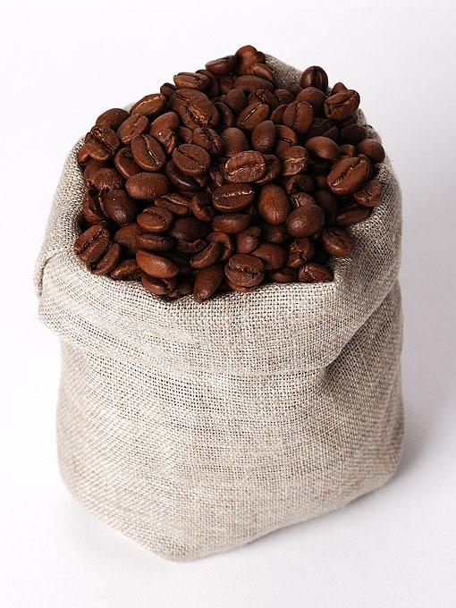 coffee beans and a sisal bag
